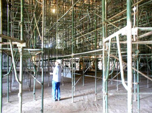 Andaimes para execução de forro durante as obras do Museu da República, Brasília.